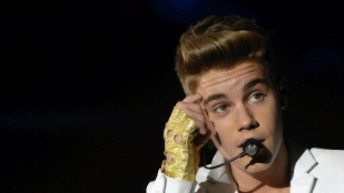 Der kanadische Sänger Justin Bieber wurde entdeckt, nachdem er Videos auf Youtube eingestellt hatte.