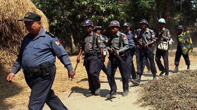 Polizeipatrouille in Birma