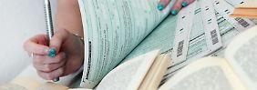 Auch für Studenten lohnt sich eine Steuererklärung. Beim Erststudium können sie bis zu 6000 Euro als Sonderausgaben absetzen. Ausgaben für ein Zweitstudium werden als Werbungskosten anerkannt.