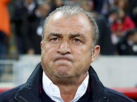 Fatih Terim rastete im Liga-Spiel aus.