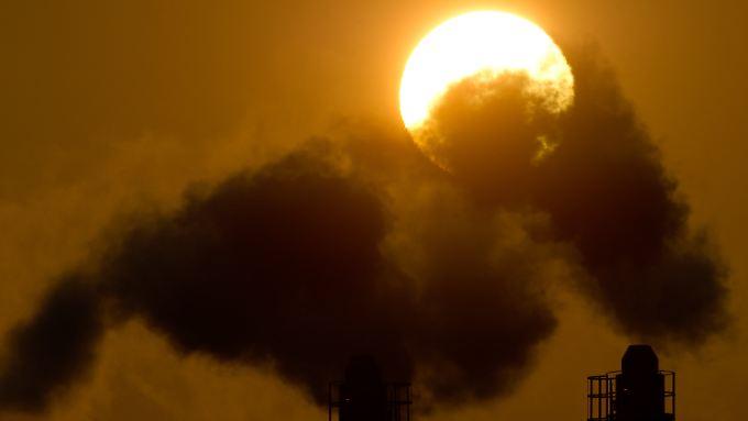 Die Menschheit stößt immer mehr CO2 aus.