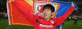 Cardiffs Koreaner: Kim Bo-Kyung feiert nach dem remis gegen Charlton.