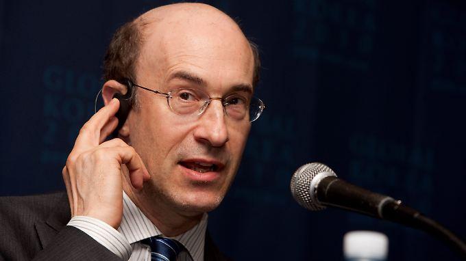 Starökonom Kenneth Rogoff ist nicht taub auf dem Ohr. Er muss die Falschrechnung eingestehen und will selber noch mal nachrechnen.
