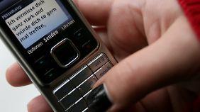 Im Schnitt tippte der Mann 24 SMS am Tag.