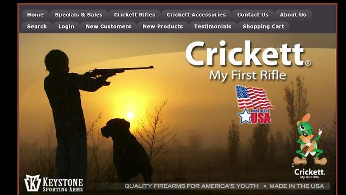 Die Website des Unternehmens zeigt unter anderem Säuglinge im Tarnanzug, die Gewehre im Arm halten.