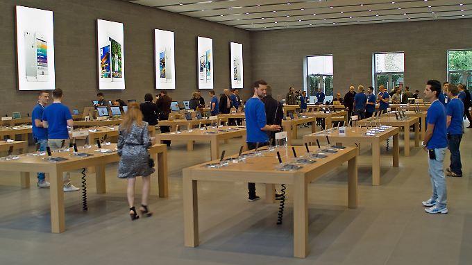 In Berlin eröffnet am Kurfürstendamm Deutschlands größter Apple Store.