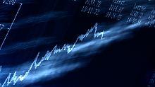 Ein langfristige Anlage ist sinnvoll. So überstehen Sparer auch Verlustphasen gut. Es sei den es handelt sich um einen Riester-Fonds.