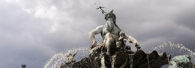 Am Neptunbrunnen schlugen die beiden Frauen auf ihr Opfer ein.