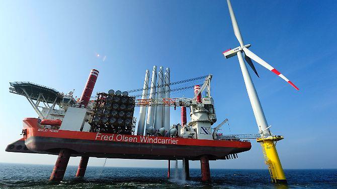 Die erste von etwa 30 Anlagen eines neuen Windparks vor der ostfriesischen Insel Borkum wurde erst kürzlich fertiggestellt.