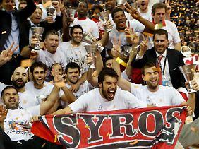 Große Freude bei den Olympiakos-Spielern nach der Titelverteidigung.