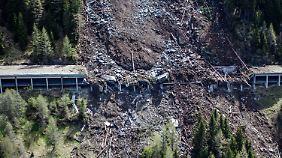 35000 Kubikmeter Geröll: Felssturz legt wichtige Nord-Süd-Verbindung lahm