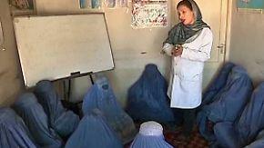 Gegen Schmerz und Hunger: Afghanistans Frauen verfallen der Opiumsucht