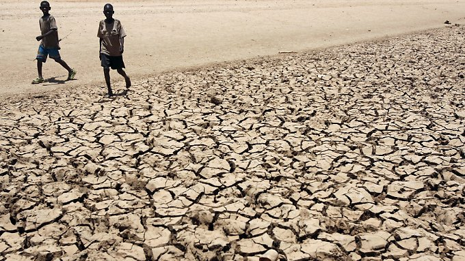 Dürren und Überschwemmung werden durch die Erderwärmung befürchtet.