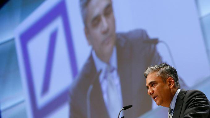 """""""Danke für ihre Geduld mit meinem Deutsch"""", sagt Deutsche-Bank-Chef Anshu Jain auf der Hauptversammlung des größten deutschen Finanzinstituts."""