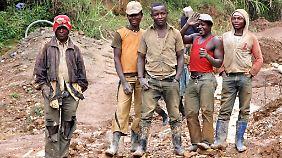 Besser in der Mine arbeiten als zur Miliz. Noch besser: eine fair bezahlte Arbeit.