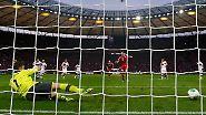 Zur Ausführung trat Thomas Müller an. Der Münchner wartete, bis Ulreich sich für die linke Ecke entschieden hatte, ...