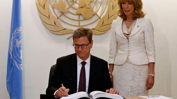 Außenminister Westerwelle unterzeichnete für Deutschland.