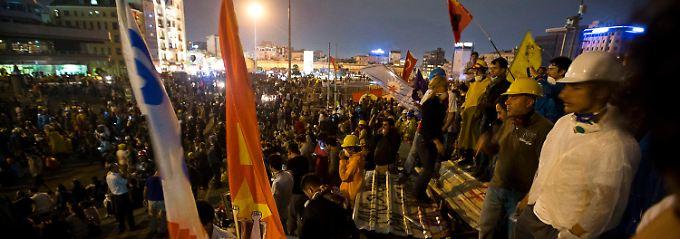 Die Demonstranten in Istanbul weichen nicht.