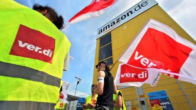 Jeweils mehr als 1000 Beschäftigte legten Arbeit in Amazon-Versandzentren nieder