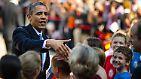 Obama nimmt sich Zeit und plauscht ein wenig mit den Kindern, die eine bilinguale und bikulturelle Erziehung genießen.