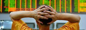 Scharfe Kursverluste im chinesischen Aktienhandel: Peking sieht sich mit brennenden Baustellen im Finanzsystem konfrontiert.