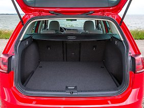 Der neue Golf Variant bietet jetzt noch mehr Platz für Koffer.