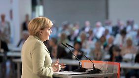 Snowden: BND kooperiert mit NSA: Enthüllungen könnten Merkel gefährlich werden