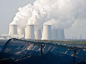 Ein Paradox: Auch Unternehmen, die Energie aus dem Klimakiller Braunkohle gewinnen, dürfen sich um die EEG-Umlage drücken.