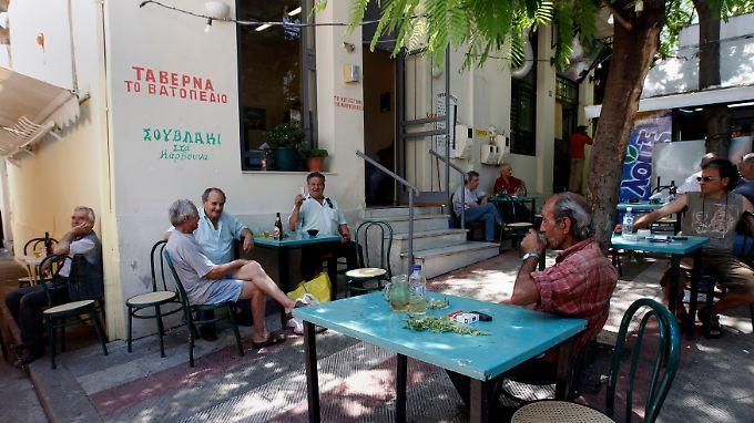 Eine griechische Taverne in Thebes, 80 km von Athen entfernt. Wer bedürftig ist und wer nicht, ist nicht immer offensichtlich.