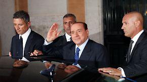 Berlusconi genießt Parteivertrauen: Minister reichen Rücktrittsgesuche ein