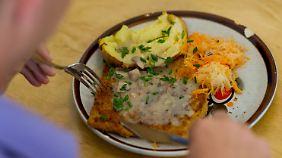 Grüne fordern fleischlosen Tag: Fleisch in Kantinen an einem Wochentag verbieten?