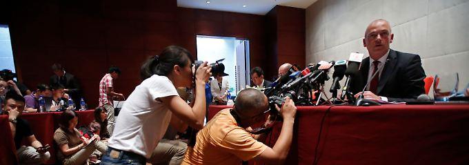 Schadensbegrenzung vor Ort: Fonterra-Chef Theo Spierings stellt sich in Peking der chinesischen Öffentlichkeit.