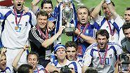 """""""Wenn die Griechen einmal gewinnen, wollen sie Europameister werden, und wenn sie zweimal verlieren, wollen sich alle ins Meer stürzen."""""""
