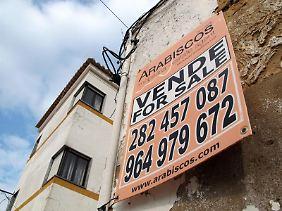 In Portugal sind Immobilien derzeit günstig. Käufer müssen allerdings wissen: Deutschsprachige Makler oder Rechtsanwälte gibt es in dem Land nicht so viele.
