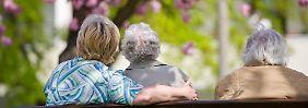 Wie man sich im Alter fühlt, hängt von mehreren Faktoren ab.