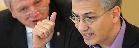 """""""Die Union ist keine andere, sie versucht nur eine andere Öffentlichkeitsarbeit zu machen"""", sagt Tarek Al-Wazir über die CDU unter Führung von Volker Bouffier."""