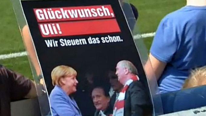 Anti-Merkel-Hoeneß-Wahlkampf: Jusos sorgen an Fußballstadien für Aufregung