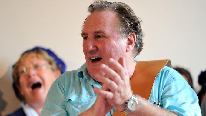 Gérard Depardieu nachdem ihm die Ehrenbürgerschaft verliehen wurde.