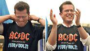 Es ist Karl-Theodor zu Guttenberg. Mit AC/DC-Shirts präsentierte er sich gern als wilder Rocker.