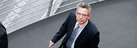 """Verteidigungsminister """"ungeeignet für das Amt"""": Opposition schließt Euro-Hawk-Bewertung ab"""