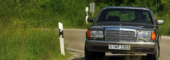 Ein ganz alltäglicher Youngtimer: Eine S-Klasse von Mercedes aus den 70er oder 80er Jahren ist auch heute noch problemlos einsetzbar.