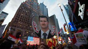Pro-Assad-Demonstranten zeigen ihre Meinung - mitten am Times Square.