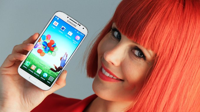 Das Samsung Galaxy S4 bekommt die Galaxy Gear als Smartwatch-Kameraden.