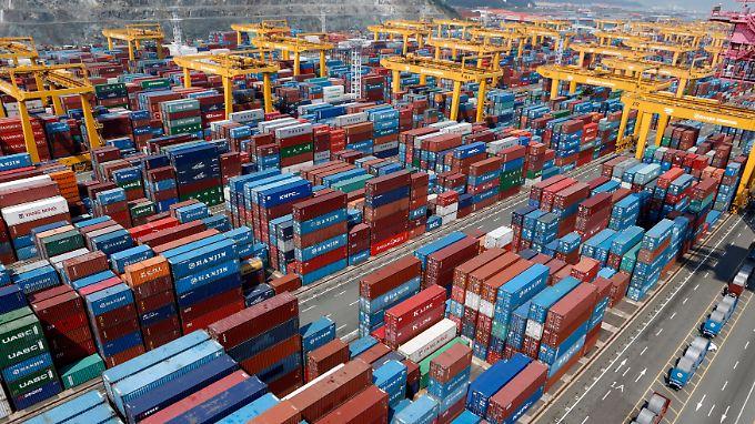 Container im südkoreanischen Hafen von Busan.