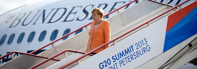 """""""Es wird schrittweise notwendig sein, dass wir die recht lockere Geldpolitik auch verändern"""": Merkel bei der Ankunft in Sankt Petersburg."""