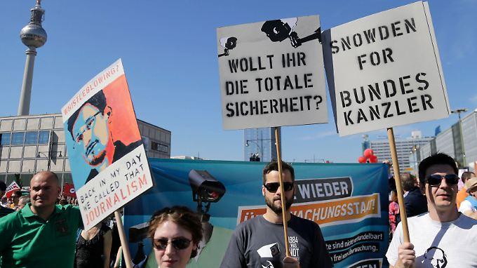 Die Demonstranten zeigten ihre Solidarität mit dem Whistleblower Snowden, der den Skandal aufgedeckt hatte.