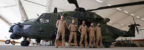 Die deutsche Crew eines NH90 in Camp Mamal nördlich von Masar-i-Scharif.