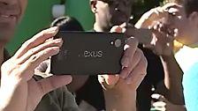 Google hat das Video schnell wieder aus Youtube entfernt, was die Gerüchte noch mehr anheizte, das geheimnisvolle Gerät sei das kommende Nexus 5.