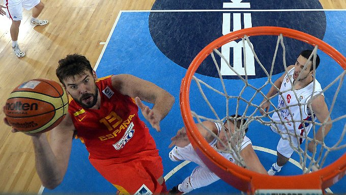 Spaniens Center Marc Gasol beim Korbleger. Der NBA-Star überzeugte aber vor allem defensiv.