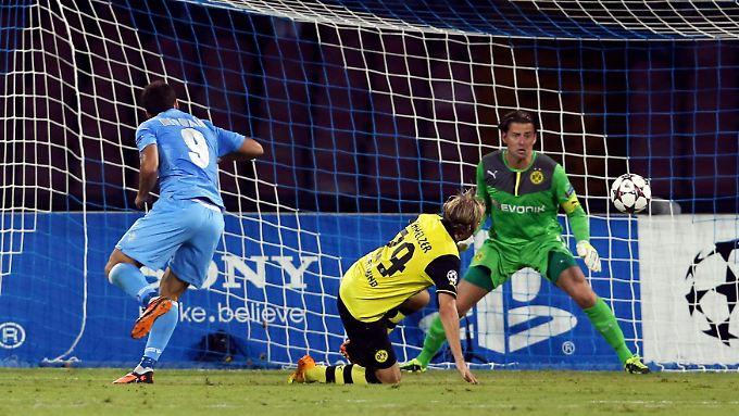 Nach dem 0:1 durch Gonzalo Higuain nahm das BVB-Unheil in Neapel seinen Lauf.